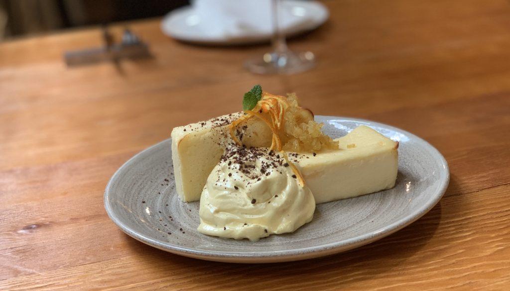 Cheesecake con chutney de naranja, merengue de naranja y clavo - foodVAC
